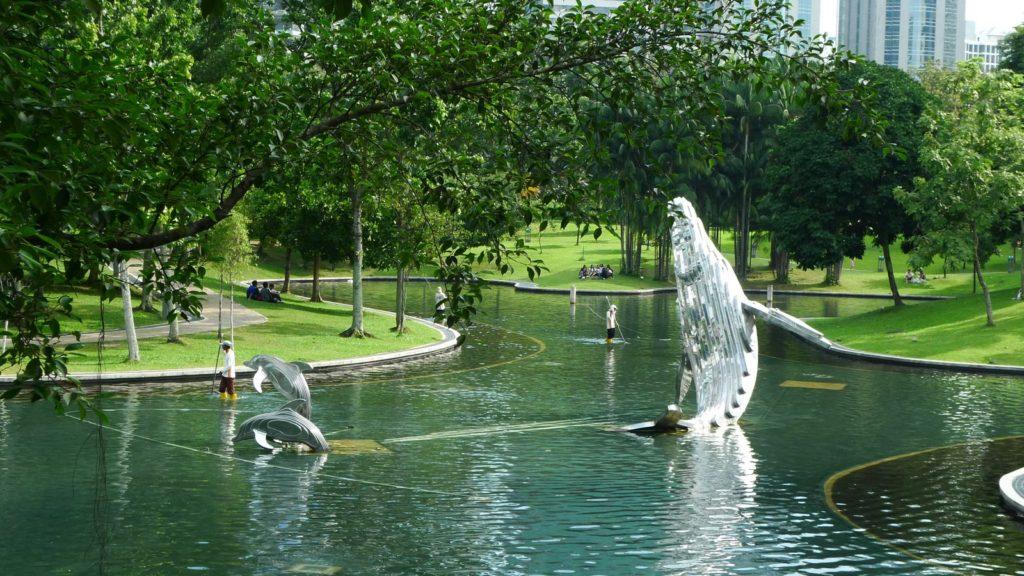KLCC Park - Veřejný park v blízkosti nákupního centra Suria KLCC a dvojčat Petronas Twin Towers